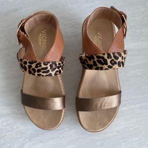 Vionic Wedge Sandal Size 9